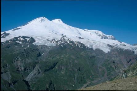 Der zweiköpfige Elbrus (5642 m)