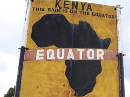 Hinweisschild am Äquator