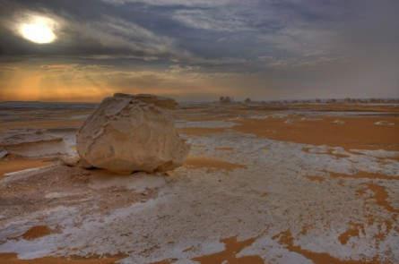 Sonnenuntergang inmitten der Weißen Wüste