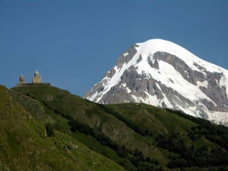 Zweiter Expeditions-Gipfel: der Kasbek (5047m) im Großen Kaukasus