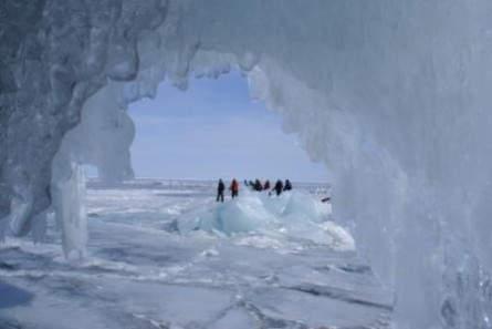 Eiswanderung bei der Insel Olchon
