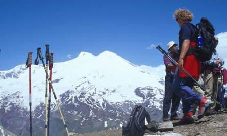 Blick auf den Elbrus vom gegenüberliegenden Tscheget, welcher zur Akklimatisierung bestiegen wird