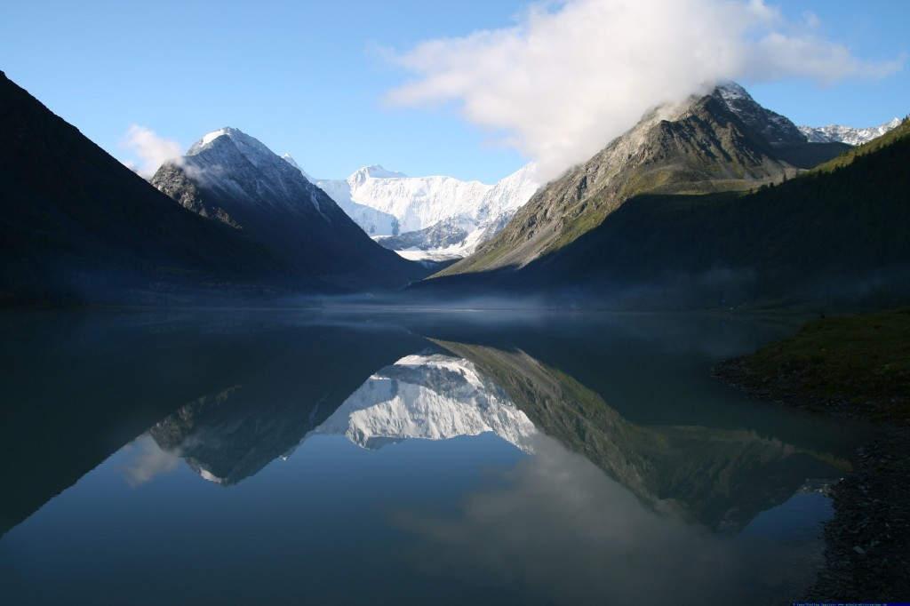 """Die schöne Belucha - """" die Zarin des Altai"""" - bewundert sich im Spiegel des Akkem-Sees"""
