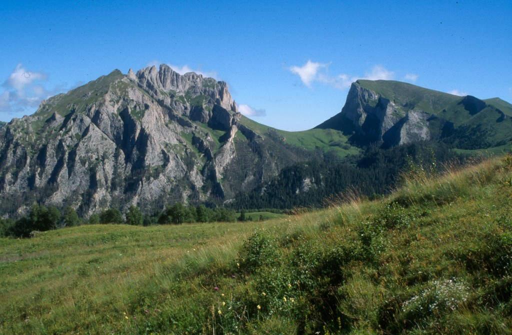 Das mächtige Teufelstor im Herzen des kaukasischen Biosphärenreservates
