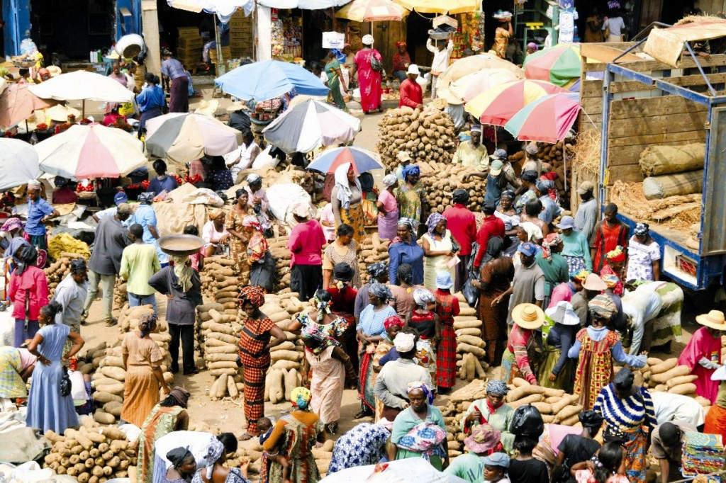 Faszinierend bunter, labyrinthischer Zentralmarkt in Kumasi, der alten Königstadt der Ashanti