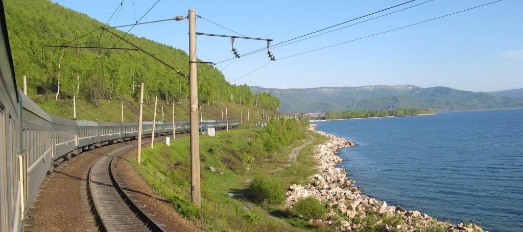 Auf der längsten Bahnstrecke der Welt bis zum atemberaubenden Baikalsee..