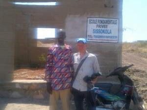 Boureima und Frank vor Boureima's Schulprojekt (November 2012)