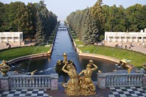 Der Prunkvolle Peterhof bei St. Petersburg