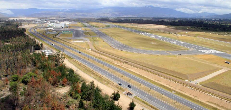 Blick über das Gelände des neuen Flughafens in Quito