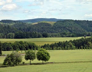Blick zum Ungerberg (Foto: Norbert Kaiser | Creative Commons Attribution-Share Alike 3.0 Unported)