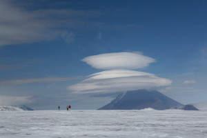 Natur Kamtschatkas fasziniert, sogar die Wolken...hier: sogenannte UFO-Wolken
