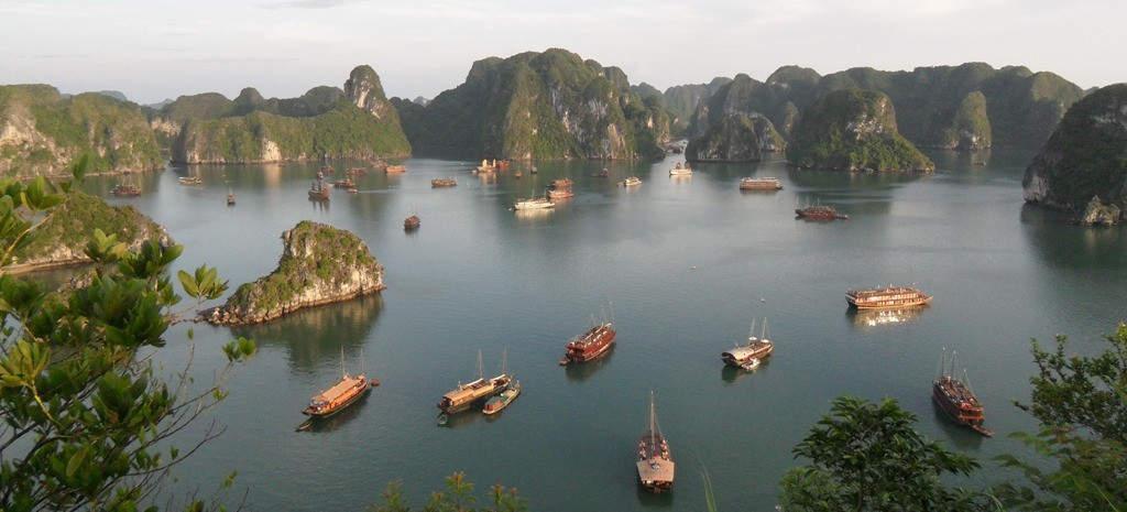 Blick über die Halong-Bucht