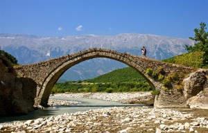 Alte Brücke in Permet, eine Station unserer Reise in Südalbanien
