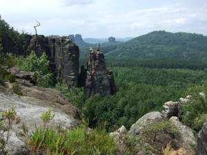 Blick zu den berühmten Schrammsteinen in der Sächsischen Schweiz