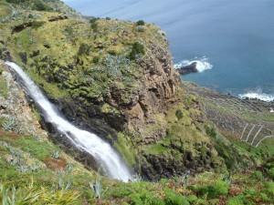 Wasserfälle am Randweg von Santa Maria