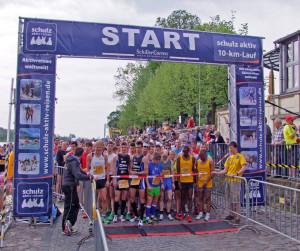 Über 1300 Läufer gingen beim schulz aktiv-10-km-Lauf 2013 an den Start ...