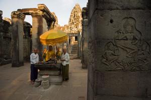 Nonnen im Tempel Bayon