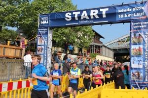 Der Start zum schulz aktiv 10-km-Lauf bei bester Stimmung und schönstem Wetter