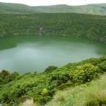 Grüner Kratersee auf Flores