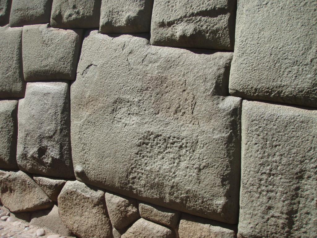 Der berühmte 12-eckige Stein in Cuzco zeugt von den architektonischen Fertigkeiten der Inka