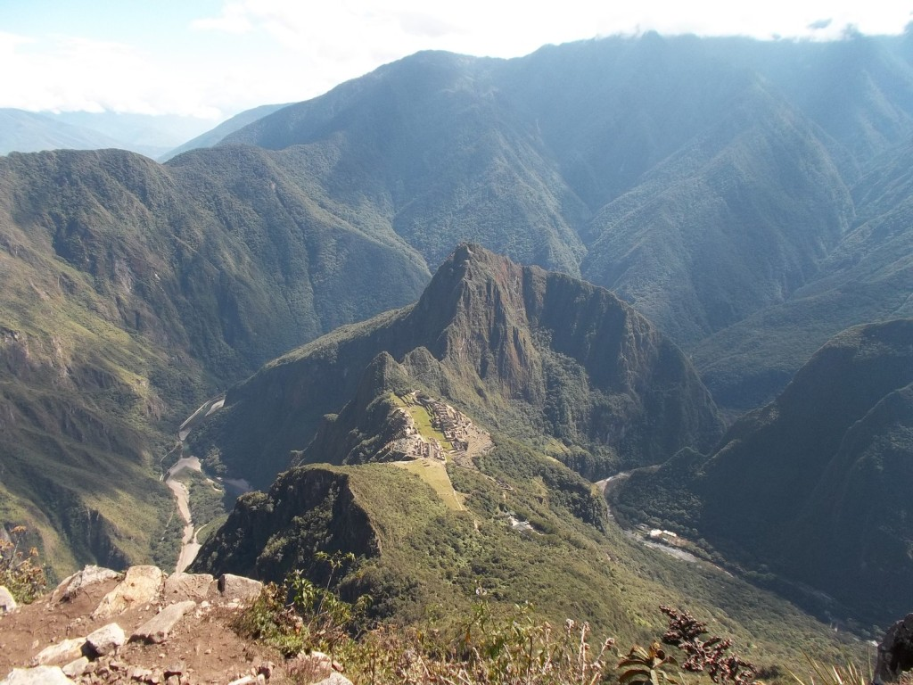Blick vom Montana Picchu (3082 m) auf Machu Picchu