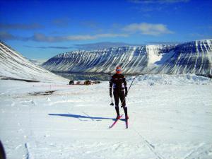 Typisch: die schroff abfallenden Berge der Westfjord