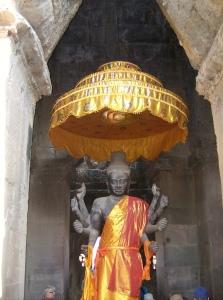 Achtarmige Vishnu Statue am Westeingang der Temeplanlage