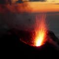 Lavafontänen des Stromboli - der einzige daueraktive Vulkan Europas