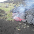 Unsere Gruppe an der frischen Lava des Tolbachik (Sommer 2013)