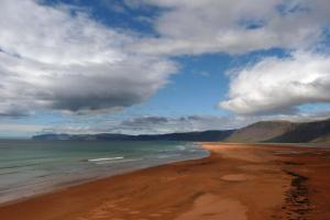 Er hat es unter die ersten zehn besten Strände der Welt geschafft - Rauðasandur in den südlichen Westfjorden.