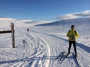 """Nördlich des Polarkreises läuft man stets entlang einer Kette von """"Tunturis"""" (Fjälls), den flachen, rundköpfigen Bergen Finnisch-Lapplands"""