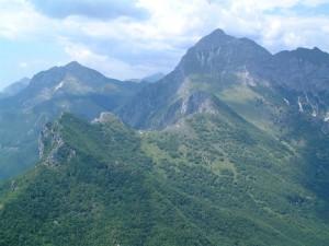 Blick auf die schroffen Gipfel der Apuanischen Alpen