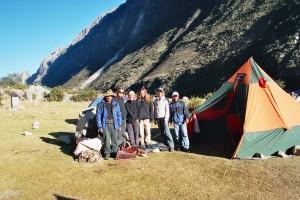 Meine kleine Reisegruppe und ich auf dem Santa Cruz Trek bei meinem ersten Besuch Perus