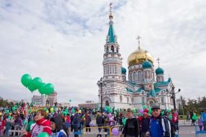 Start und Ziel des Marathons vor einer der schönsten Kirchen Sibiriens ...