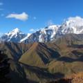 Mit passendem Wetter eröffnet sich von Ushguli der Blick auf die mächtige Schchara-Eiswand, den höchsten Berg Georgiens ( 5193 m).