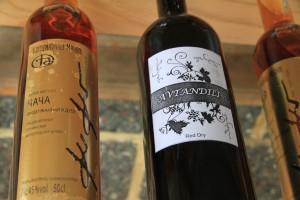 Bei einer Weinprobe haben Sie Gelegenheit gute georgische Markenweine zu probieren.