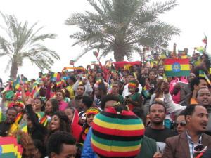 Jubelnde äthiopische Zuschauer