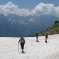 """Weg zu """"Pyramid 18"""" auf einem Schneefeld"""