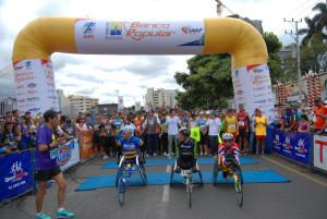 Start der 3.500 Läufer am Estadio National in der Hauptstadt San José