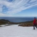 ...mit Schnee und Blick bis zum Meer