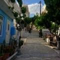 Leere und ruhige Gassen in Mirtos