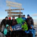 Geschafft! Glückliche Gipfelstürmer am Uhuru Peak