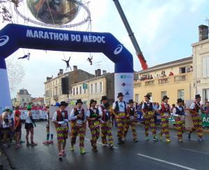 Kurz vor dem Start der über 8.000 kostümierten Läufer