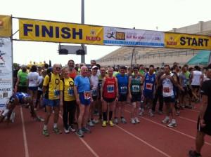 Die Spannung am Start des Aphrodite-Halbmarathons steigt ...