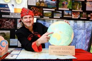In Indonesien ist Reiseleiter Falko Flämig mit Ihnen unterwegs.