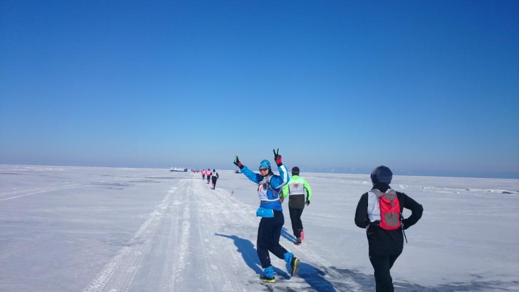 Baikal Ice Marathon: fast immer scheint die Sonne, fast immer bläst der Wind.