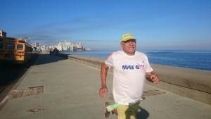 """Morgens auf dem Malecon von Havanna, dem """"Laufsteg"""" für die Marathonis."""