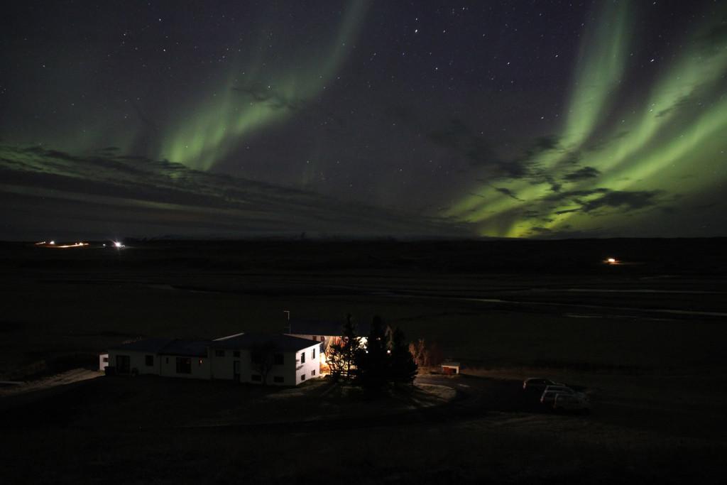 Nordlichter über dem Hof Brekkulækur (Foto vom 19.11.2015)