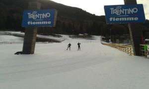 Die Loipen im Lago di Tesero Skistadion sind bestens präpariert.