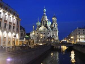 Prunkvolles St. Petersburg bei Nacht